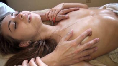 Kinpatu86 - Riley Reid - Oil Massage Sex AMWF
