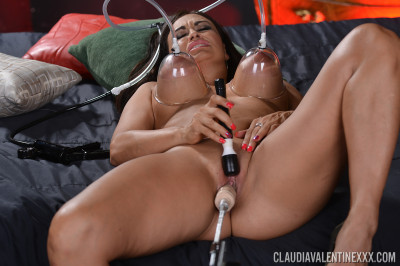 Claudia Valentine - Kinky Fun (Fucking Machine Green)
