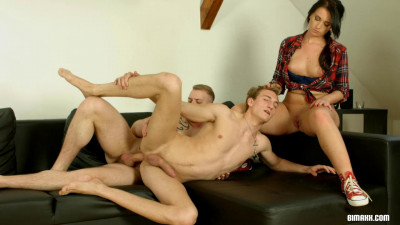 stud friend friends threesome (Juust Haengin' Out).