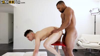 GayHoopla – Hole Franco Styles Takes on Jackson Briggs Cock
