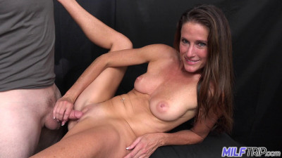 Sofie Marie - Bald Pussy Milf Photographer Chick Found At The Park