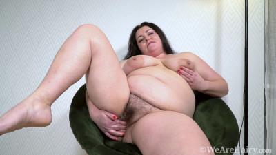 Sweety masturbates on her black chair today