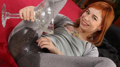 Kira Roller — Redhead Piss Tasting — FullHD 1080p