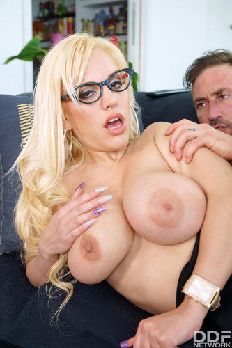 Blondie Fesser – Busty Office Sexperience (2018)