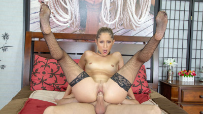 Sexy Little Babe Goldie Is Wild Live! HD