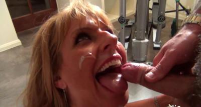 MILF Kelly Tried Her First Bukkake