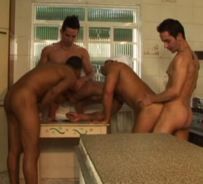 Description Muscle Italian Males Bareback With Group Sex