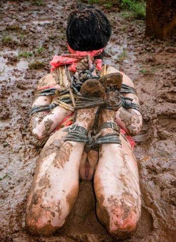 BDSM in the mud