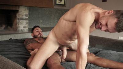 Viktor Rom Splits Andrey Vic's Ass FHD