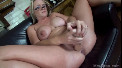 Description big ass mature housewife dee fisting herself with big dildos