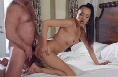 Sexy Shemale Enjoys Hardcore Fuck
