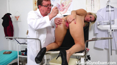 Real fucking machine orgasm of shy blonde MILF in gyno chair FullHD 1080p