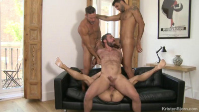 Description Juicy fucking & raw gangbang