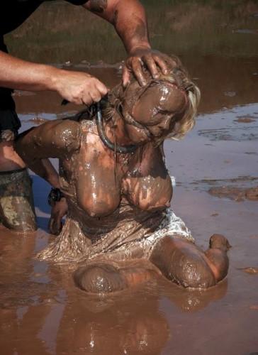Queen of mud in action