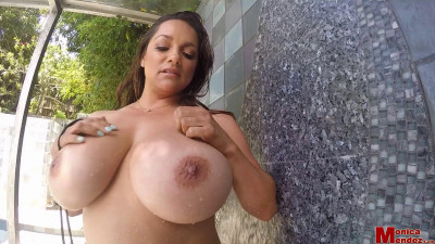 Description Monica Mendez – Gold Bikini GoPro