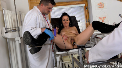 Hot Mature Brunette Made To Cum In Gyno Chair By 2 Kinky Doctor