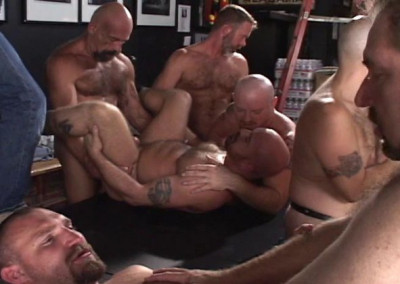 Amateur Orgy With Rough Bears