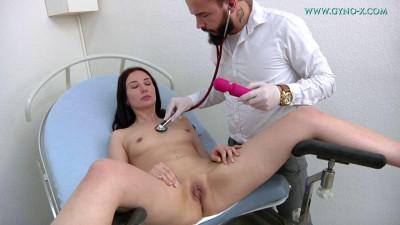 Description Violetta (25 years girl gyno exam)