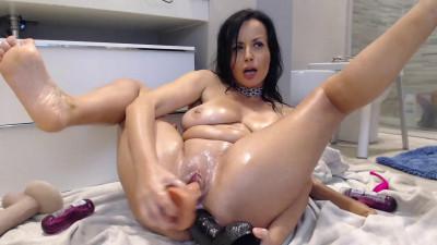 busty naughty elle