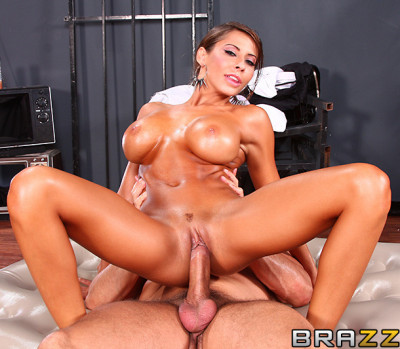 A Hot Night Fun With A Sexy Masseuse