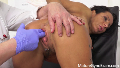 Kinky gyno exam and real orgasm of hot babe Valentina Sierra