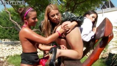 Girls Love Fisting