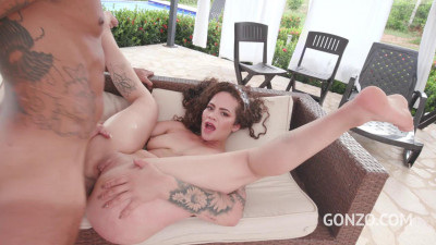 Young colombian slut Dana Curly first anal with 0% pussy