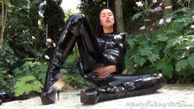 Pervy Rubber Lesbians, Finger, Masking, Strap-On Part One