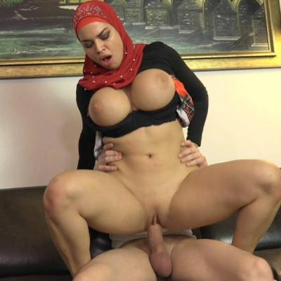 Chloe Lamour – Busty Muslim babe (2019)