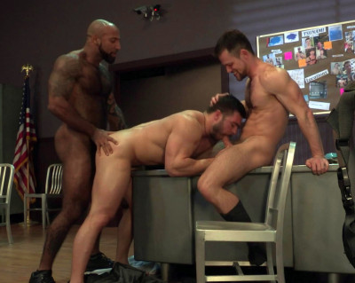 Description Hot Threesome Derek Bolt, Daymin Voss & Kurtis Wolfe (1080p)