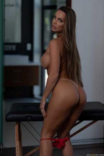 Abigail Mac – Serviced In Her Room FullHD 1080p