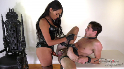 Bethany Benz Russian Hole Stretcher (2019)