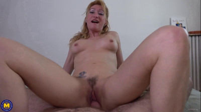 Description French MILF Bethie Love surprises her in law