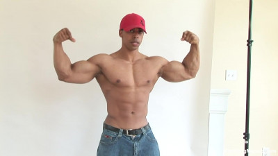 Pumping Muscle Eric C Photo Shoot HD