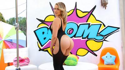 Watch Mia's Juicy Bubble Butt Get Split Wide Open