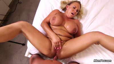 Crissy – Hot wife make porn debut (2019)