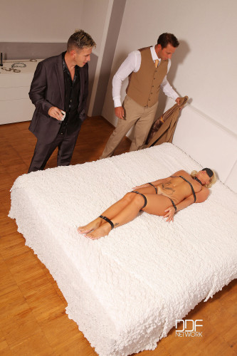Choky Ice And Nick Lang And Kathia Nobili – Office Diversion