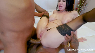 Black Robbers Invade Veronica Avluv 's Ass and Pussy (2018)
