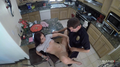 Naomi Mae Fucks The Cop That Responds To Her 911call!