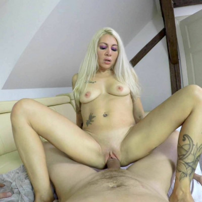 Wanessa Sweet – Sexy blonde bitch shows her curves in pov 1080p