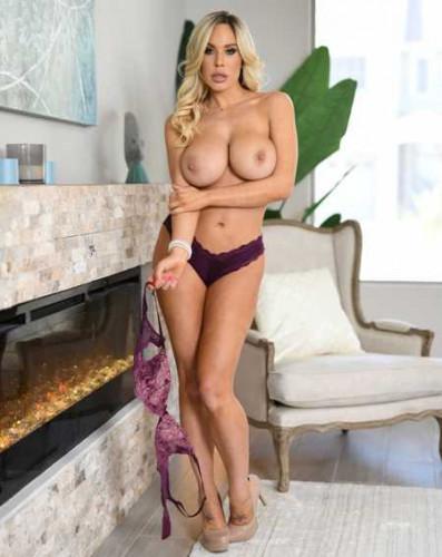 Olivia Austin – En Suite Sneak FullHD 1080p