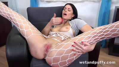 Julia Black - Milf Masturbation