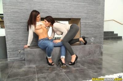 Valentina Nappi, Leah Gotti - Lick me leah FullHD 1080p