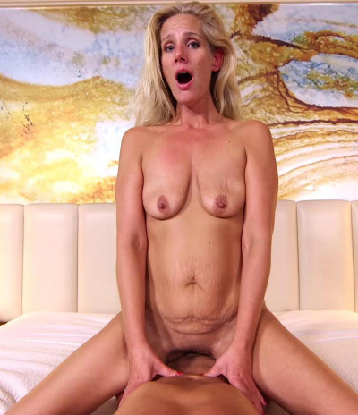 Tiffani – MILF does porn to pay for divorce FullHD 1080p