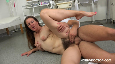 Valentina Ross - Cum On Her Hairy Pussy