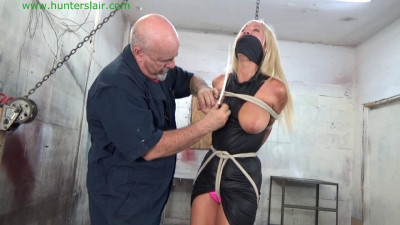 HunterSlair – Amanda Foxx – Cranked up by her brutally ziptied tits