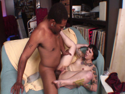 Tattooed bitch Daisy Sparks fucked by Shorty