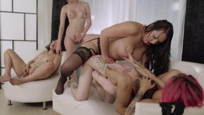 Hot Morning Orgy With Many Pretty Trannies
