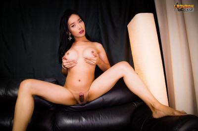 Palmy Jacks Her Big Cock