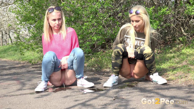 Best friends pee